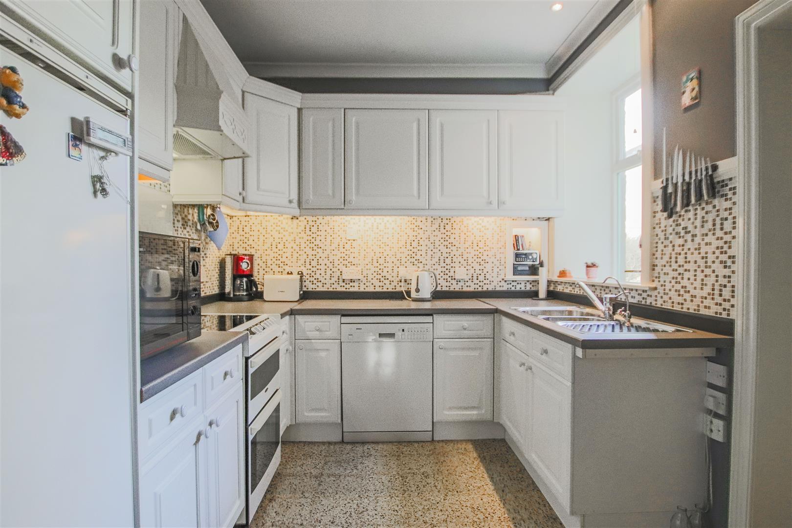 3 Bedroom Mid Terrace House For Sale - 14.JPG
